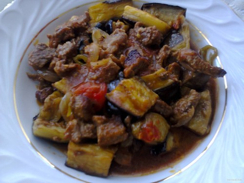 Eggplant kebab with stew beef in the oven